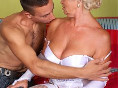 Lingerie clad grandma Francesca gives her fuckbuddy an expert blowjob and got fucked madly